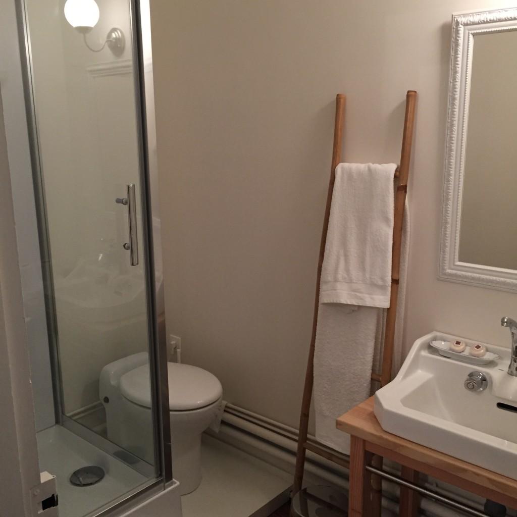 Salle de bain chambre bleue le manoir de b n dicte for Chambre de bain 2016